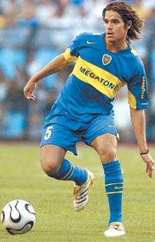 Boca rechaza una oferta de 20 millones del Madrid por Gago